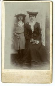 Marie Sojka with her daughter Zdenka, 1902